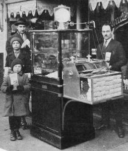 Holcomb & Hoke popcorn machine exterior